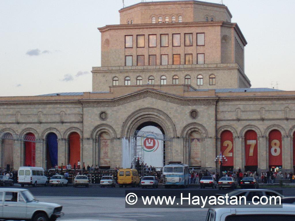 Armenia_Yerevan_Republic_Square_2.JPG